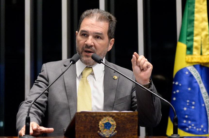 Plenário do Senado durante sessão deliberativa ordinária.  Em discurso, senador Eduardo Lopes (PRB-RJ).  Foto: Jefferson Rudy/Agência Senado