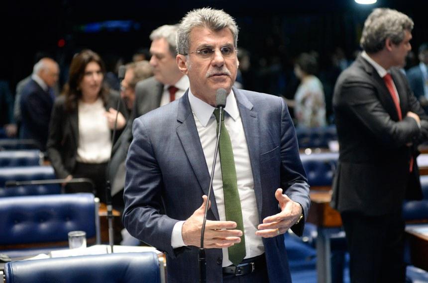 Plenário do Senado Federal durante sessão deliberativa ordinária.   Em pronunciamento, senador Romero Jucá (PMDB-RR).   Foto: Jefferson Rudy/Agência Senado