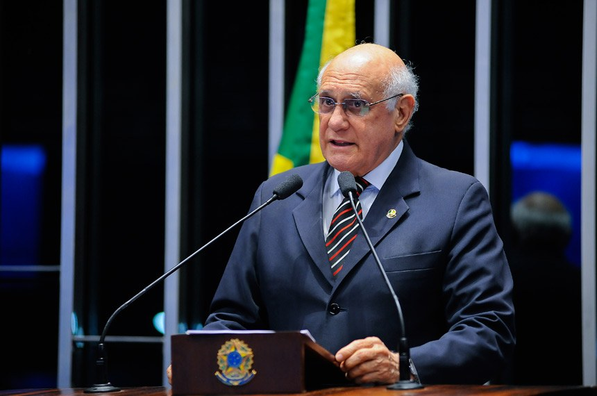 Plenário do Senado Federal durante sessão deliberativa extraordinária.   Em discurso, senador Lasier Martins (PSD-RS).   Foto: Pedro França/Agência Senado
