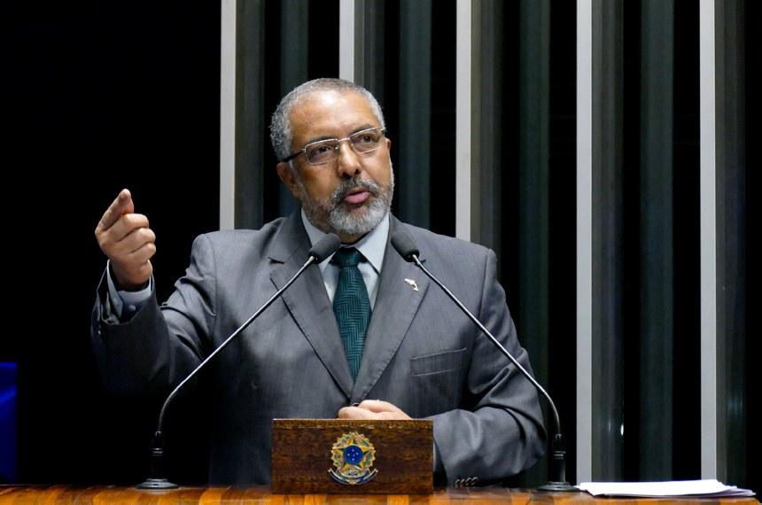 Plenário do Senado durante sessão não deliberativa.  Em discurso, à tribuna, senador Paulo Paim (PT-RS).  Foto: Roque de Sá/Agência Senado