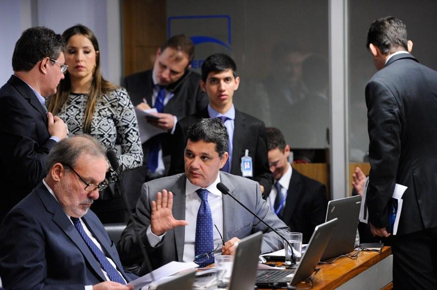 Comissão de Assuntos Econômicos (CAE) realiza apreciação das emendas da comissão ao PLN 1/2017 (LDO de 2018). Na sequência, deliberativa com 17 itens, entre eles, o PLC 57/2017, que cancela precatórios não sacados há dois anos. Em pronunciamento, senador Ricardo Ferraço (PSDB-ES). Foto: Edilson Rodrigues/Agência Senado