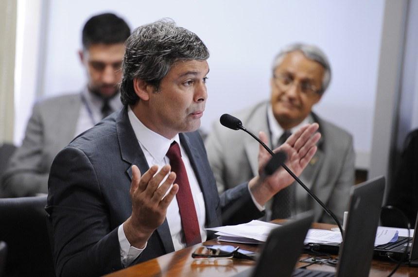 Os requerimentos para ouvir os ministros sobre o programa de privatizações é do senador Lindbergh Farias (PT-RJ)