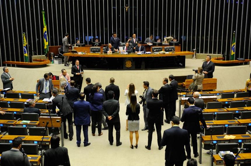 Plenário da Câmara dos Deputados durante sessão conjunta do Congresso Nacional.   À mesa, presidente do Senado Federal, senador Eunício Oliveira (PMDB-CE), conduz sessão.   Foto: Pedro França/Agência Senado