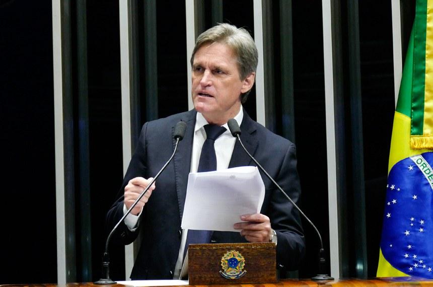 Plenário do Senado Federal durante sessão não deliberativa.   Em discurso, senador Dário Berger (PMDB-SC).   Foto: Roque de Sá/Agência Senado