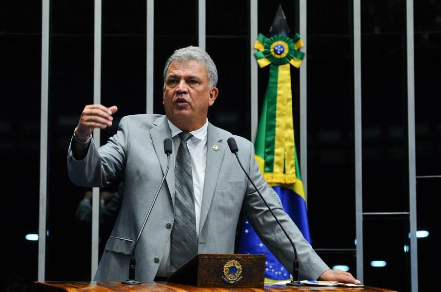 Plenário do Senado durante sessão não deliberativa.  Em discurso, à tribuna, senador Sérgio Petecão (PSD-AC).  Foto: Marcos Oliveira/Agência Senado