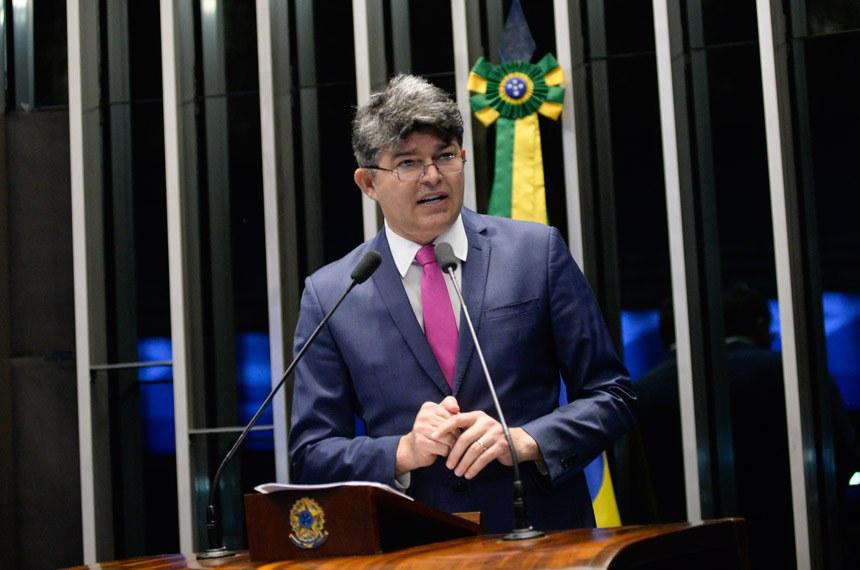 Plenário do Senado durante sessão não deliberativa.  Em discurso, à tribuna, senador José Medeiros (Pode-MT).  Foto: Jefferson Rudy/Agência Senado