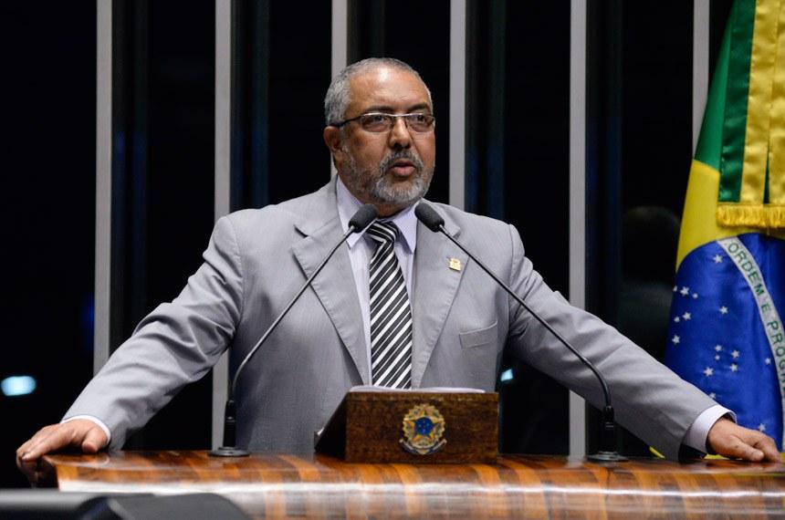 Plenário do Senado durante sessão não deliberativa.  Em discurso, á mesa, senador Paulo Paim (PT-RS).  Foto: Jefferson Rudy/Agência Senado