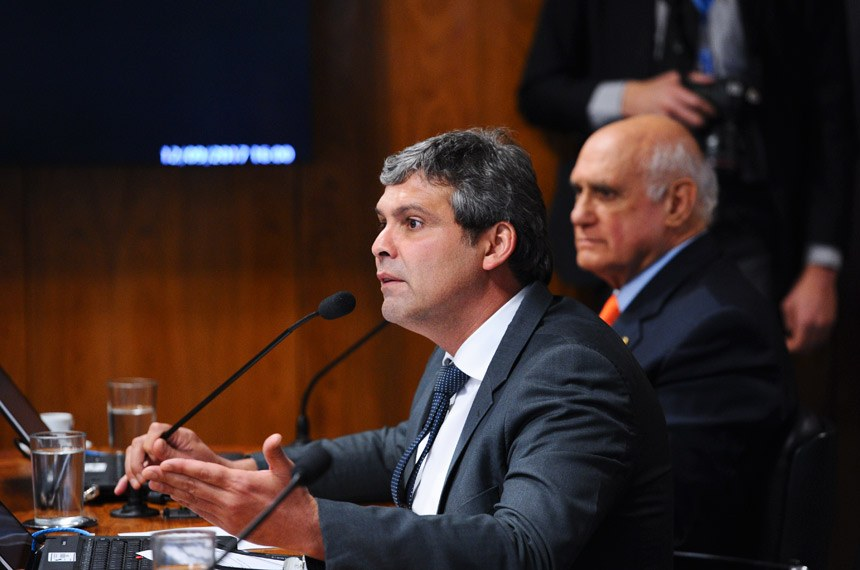 CPI do BNDES (CPIBNDES) realiza audiência pública sobre o tema objeto da comissão com convidado especificado no Requerimento nº 2/2017.  Bancada: senador Lasier Martins (PSD-RS);  senador Lindbergh Farias (PT-RJ).  Foto: Marcos Oliveira/Agência Senado