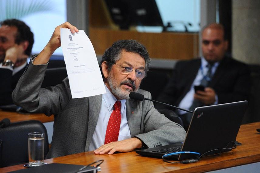 CPI do BNDES (CPIBNDES) realiza audiência pública sobre o tema objeto da comissão com convidado especificado no Requerimento nº 2/2017.  Em pronunciamento, senador Paulo Rocha (PT-PA).  Foto: Marcos Oliveira/Agência Senado