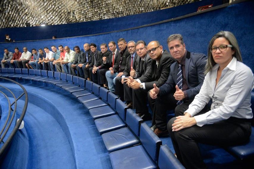 Agentes penitenciários acompanharam nas galerias a votação da PEC que cria a polícia penal