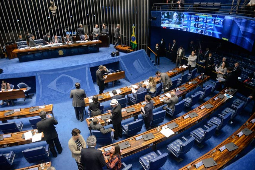 Plenário do Senado Federal durante sessão deliberativa ordinária.   À mesa, presidente do Senado Federal, senador Eunício Oliveira (PMDB-CE), conduz sessão.   Foto: Jefferson Rudy/Agência Senado