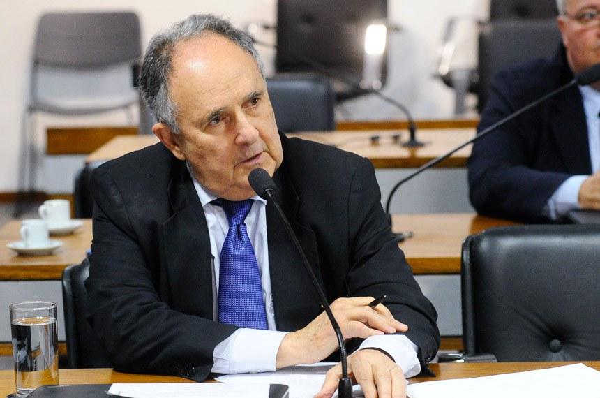 Comissão Senado do Futuro (CSF) realiza reunião para apreciação de requerimentos.  Em pronunciamento, senador Cristovam Buarque (PPS-DF).  Foto: Geraldo Magela/Agência Senado