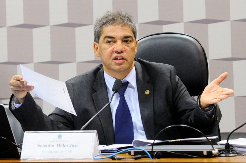 Comissão Senado do Futuro (CSF) realiza reunião para apreciação de requerimentos.  Em pronunciamento, presidente da CSF, senador Hélio José (PMDB-DF).  Foto: Geraldo Magela/Agência Senado