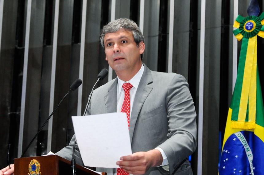 Plenário do Senado durante sessão deliberativa extraordinária.  Em discurso, à tribuna, senador Lindbergh Farias (PT-RJ).  Foto: Waldemir Barreto/Agência Senado