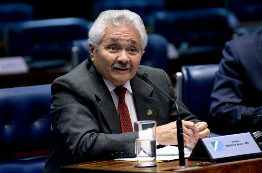 Plenário do Senado durante sessão não deliberativa.  Em pronunciamento, senador Elmano Férrer (PMDB-PI).  Foto: Jefferson Rudy/Agência Senado