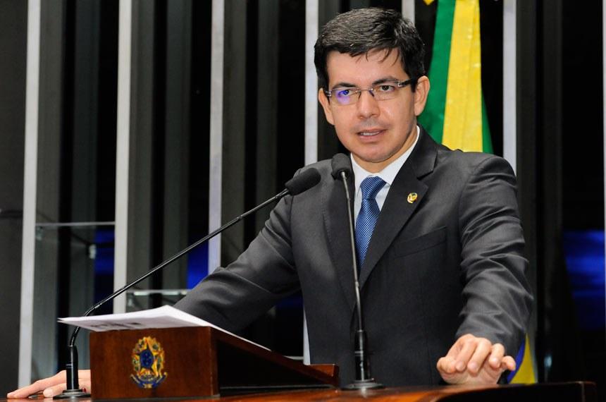 Plenário do Senado durante sessão não deliberativa.  Em discurso, à tribuna, senador Randolfe Rodrigues (Rede-AP).  Foto: Waldemir Barreto/Agência Senado