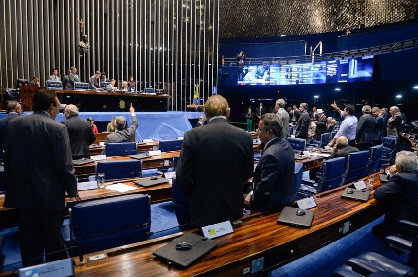 Plenário do Senado durante sessão deliberativa ordinária.  Mesa: presidente do Senado, senador Eunício Oliveira (PMDB-CE). senador Flexa Ribeiro (PSDB-PA).  Foto: Jefferson Rudy/Agência Senado