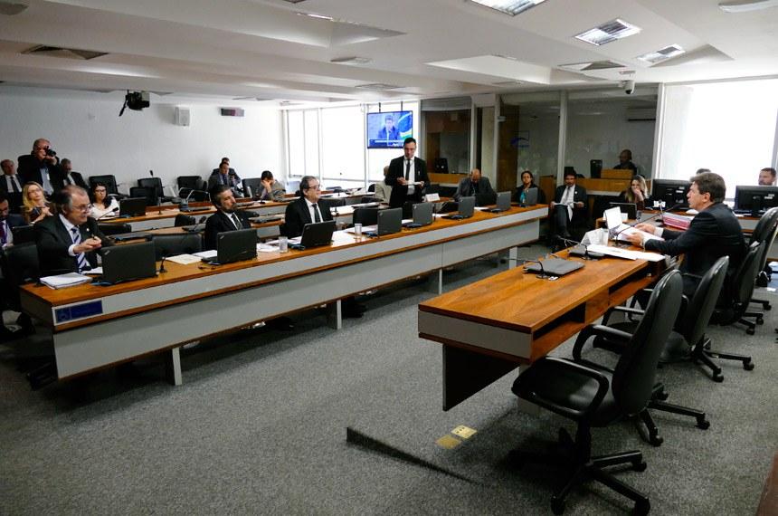 Comissão de Agricultura e Reforma Agrária (CRA) realiza reunião deliberativa com 8 itens. Entre eles, o PLC 72/2017, que dispõe sobre a Política Nacional da Erva-Mate.   À mesa, presidente da CRA, senador Ivo Cassol (PP-RO).   Bancada:  senador Dalírio Beber (PSDB-SC);  senador Valdir Raupp (PMDB-RO);  senador Waldemir Moka (PMDB-MS)   Foto: Roque de Sá/Agência Senado