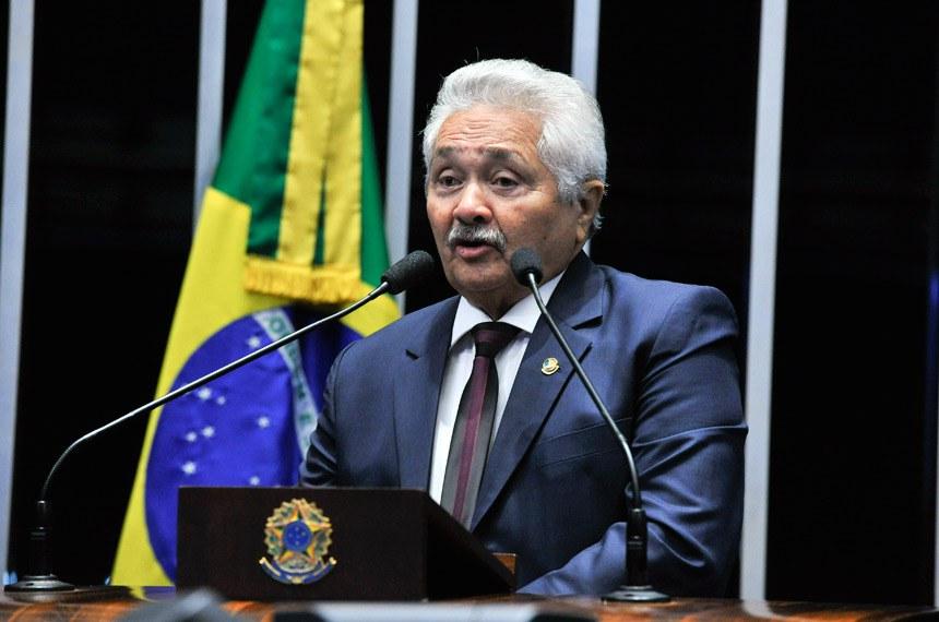 Plenário do Senado durante sessão deliberativa ordinária.  Em discurso, senador Elmano Férrer (PMDB-PI).  Foto: Moreira Mariz/Agência Senado