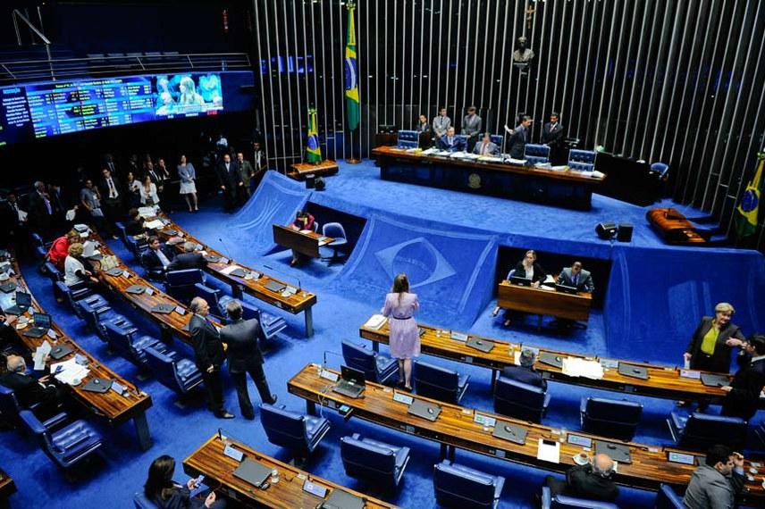 Plenário do Senado durante sessão deliberativa ordinária.  Mesa: senador Eduardo Amorim (PSDB-SE);  presidente do Senado Federal, senador Eunício Oliveira (PMDB-CE).  Foto: Marcos Oliveira/Agência Senado