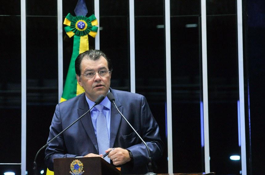Plenário Senado Federal durante sessão solene do Congresso Nacional destinada a comemorar os 45 anos de fundação da Rede Amazônica.  Em discurso, à tribuna,   Foto: Geraldo Magela/Agência Senado