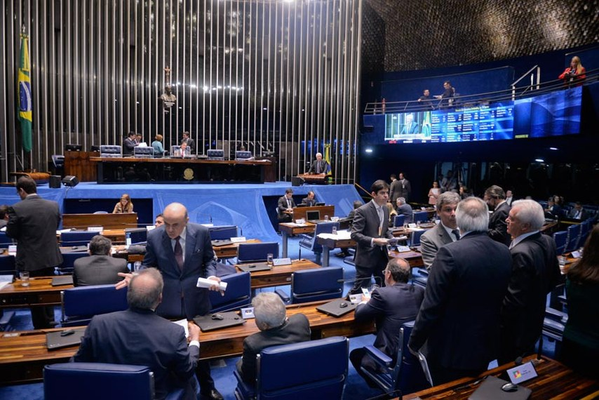 Plenário do Senado durante sessão deliberativa ordinária. Ordem do dia.   À mesa, À mesa, presidente do Senado Federal, senador Eunício Oliveira (PMDB-CE).   Foto: Jefferson Rudy/Agência Senado