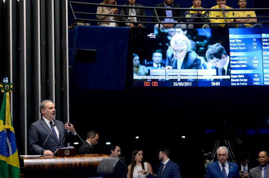 Plenário do Senado Federal durante sessão deliberativa ordinária.   À tribuna, senador Armando Monteiro (PTB-PE).   Foto: Jefferson Rudy/Agência Senado