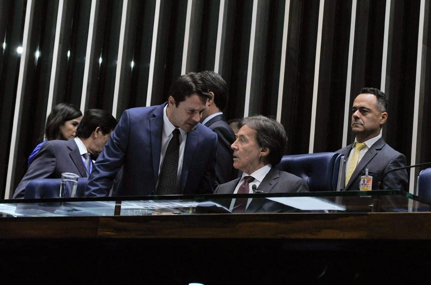 Plenário do Senado durante sessão deliberativa ordinária.  À mesa: senador Reguffe (Sem partido-DF); presidente do Senado Federal, senador Eunício Oliveira (PMDB-CE).  Foto: Moreira Mariz/Agência Senado