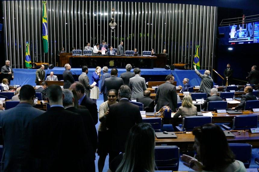 Plenário do Senado Federal durante sessão deliberativa ordinária.   À mesa, presidente do Senado Federal, senador Eunício Oliveira (PMDB-CE), conduz sessão.   Foto: Roque de Sá/Agência Senado