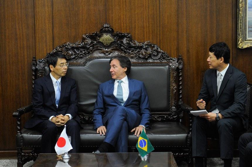 Presidente do Senado Federal, senador Eunício Oliveira (PMDB-CE) recebe o embaixador do Japão no Brasil, Akira Yamada.  Foto: Jane de Araújo/Agência Senado