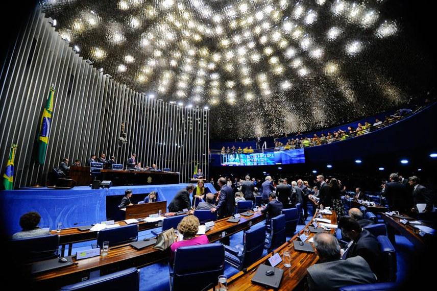 Plenário do Senado durante sessão deliberativa ordinária. Ordem do dia.  Em discurso na tribuna, senador Armando Monteiro (PTB-PE).  Foto: Marcos Oliveira/Agência Senado