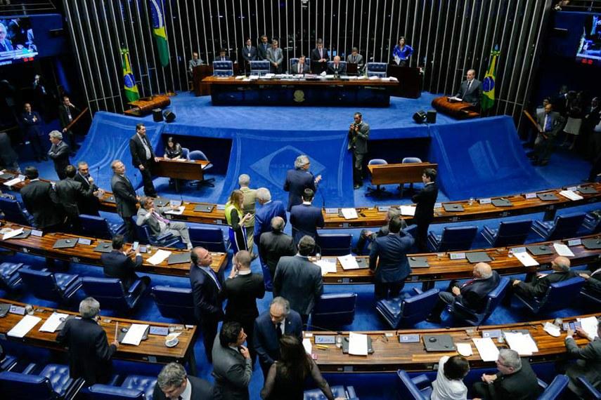 Plenário do Senado Federal durante sessão deliberativa ordinária.   Mesa: presidente do Senado Federal, senador Eunício Oliveira (PMDB-CE); senador João Alberto Souza (PMDB-MA).  Foto: Roque de Sá/Agência Senado