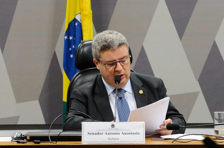 Comissão Mista de Desburocratização (ATN nº 3, de 2016 ) realiza reunião para apreciação de requerimentos.  À mesa, relator da Comissão Mista de Desburocratização, senador Antonio Anastasia (PSDB-MG).  Foto: Marcos Oliveira/Agência Senado