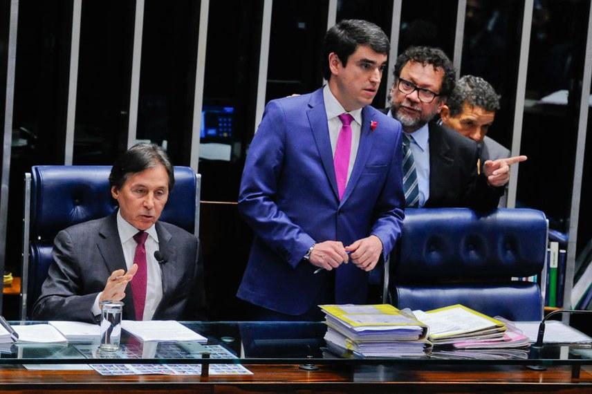 Plenário do Senado durante sessão deliberativa ordinária.  Mesa: senador Jorge Viana (PT-AC); presidente do Senado, senador Eunício Oliveira (PMDB-CE).  Foto: Marcos Oliveira/Agência Senado