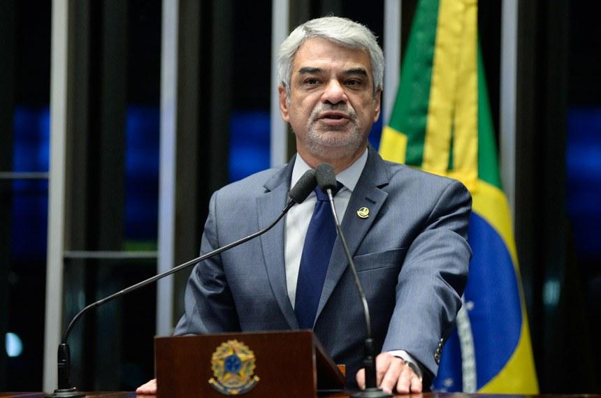 Plenário do Senado durante sessão deliberativa ordinária.  Em discurso, à tribuna, senador Humberto Costa (PT-PE).  Foto: Jefferson Rudy/Agência Senado