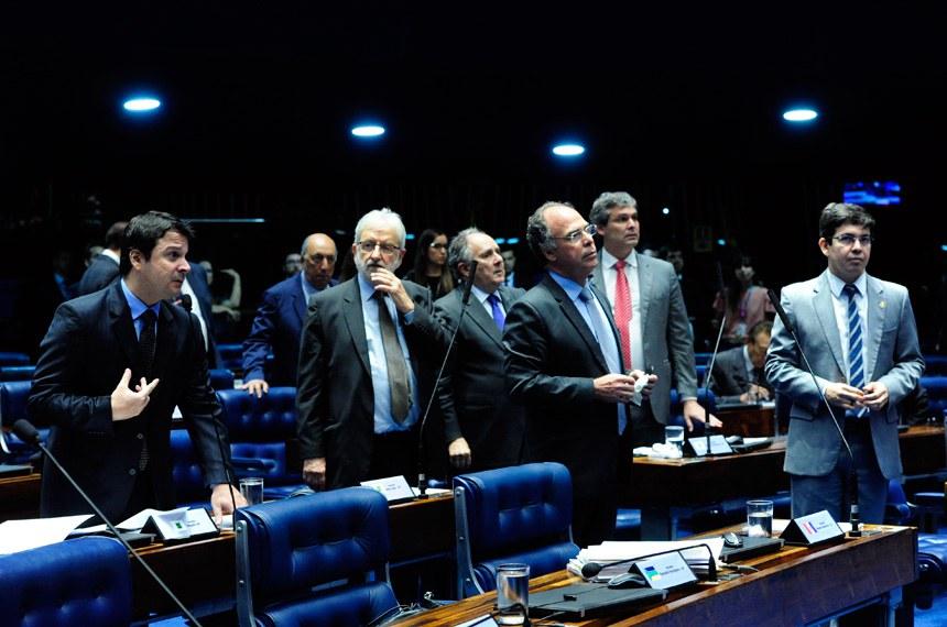 Plenário do Senado durante sessão deliberativa extraordinária.  Mesa (E/D): senador Cidinho Santos (PR-MT);  senador Wellington Fagundes (PR-MT); presidente do Senado, senador Eunício Oliveira (PMDB-CE).  Foto: Geraldo Magela/Agência Senado