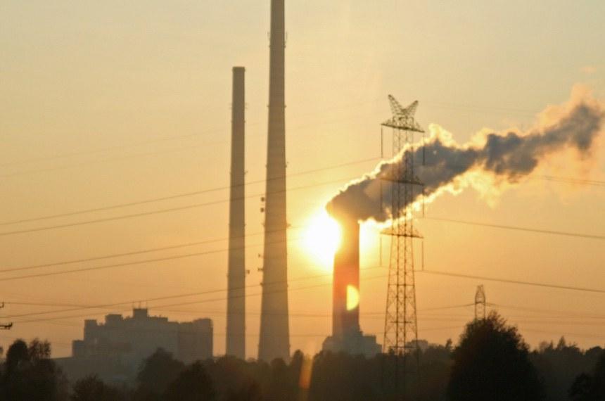 Foto: Adam Jakubiak/Stock.xchng  Estação de energia à base de carvão, em Rybnik - Polônia.