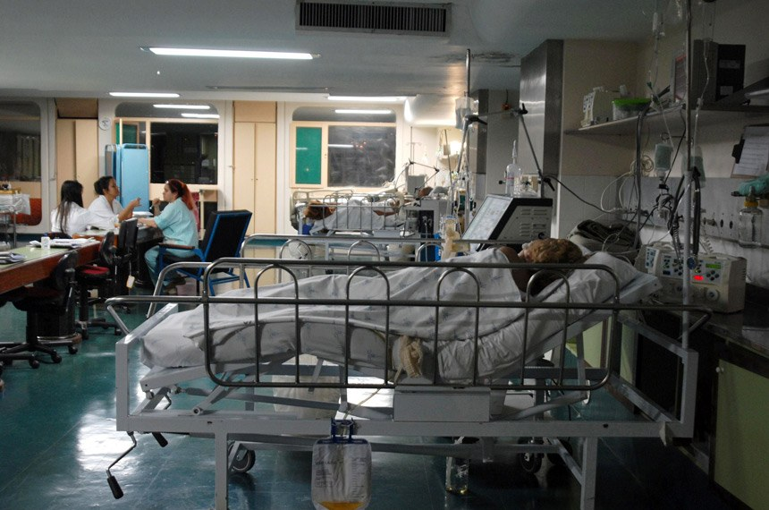 30/06/2007 Brasília - Unidade de Terapia Intensiva (UTI) do Hospital Regional de Taguatinga. Em alguns hospitais do Distrito Federal faltam leitos para os pacientes. Foto: Marcello Casal JR/ABr