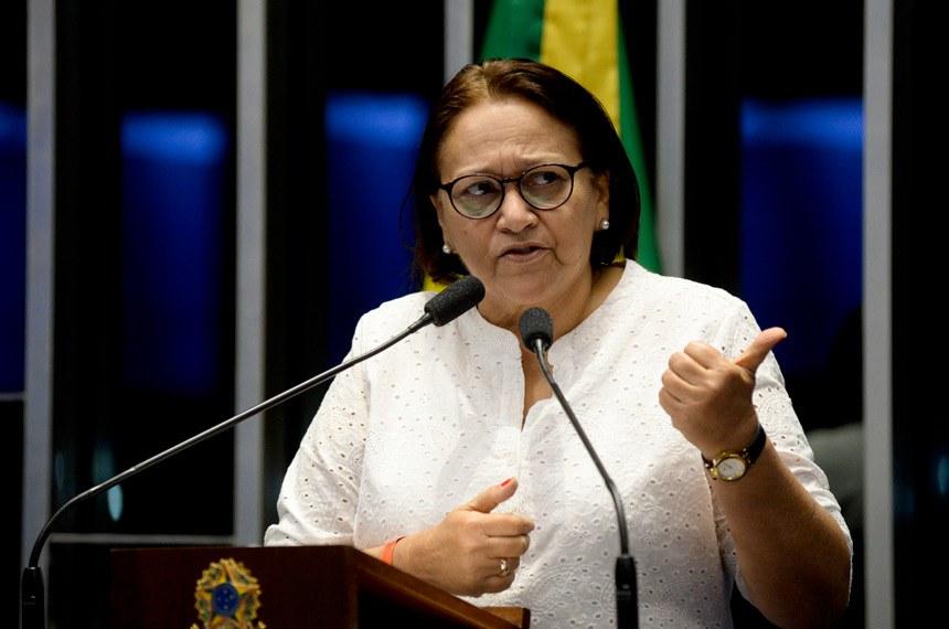 Plenário do Senado durante sessão não deliberativa.  Em discurso, à tribuna, senadora Fátima Bezerra (PT-RN).  Foto: Jefferson Rudy/Agência Senado