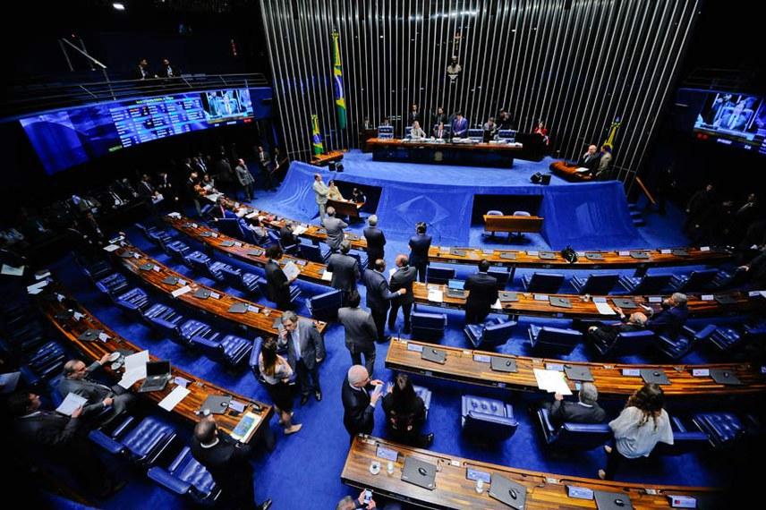Plenário do Senado Federal durante sessão deliberativa ordinária. Geral do Plenário.   À mesa, presidente do Senado Federal, senador Eunício Oliveira (PMDB-CE), conduz sessão.   Foto: Marcos Oliveira/Agência Senado