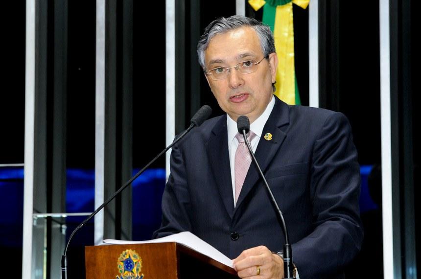 Plenário do Senado durante sessão deliberativa ordinária.  Em discurso, à tribuna, senador Eduardo Amorim (PSDB-SE).  Foto: Waldemir Barreto/Agência Senado