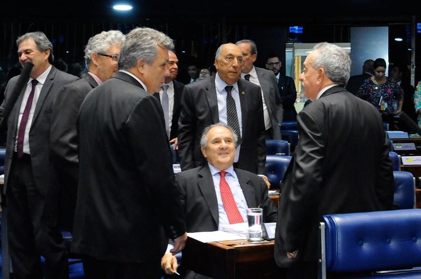 Plenário do Senado Federal durante sessão deliberativa ordinária.   Participam:  senador Benedito de Lira (PP-AL);  senador Cristovam Buarque (PPS-DF);  senador Pedro Chaves (PSC-MS);  deputado Alberto Fraga (DEM-DF)   Foto: Waldemir Barreto/Agência Senado