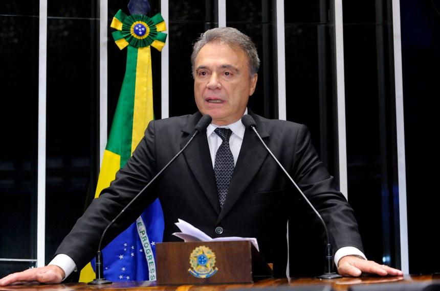 Plenário do Senado Federal durante sessão deliberativa extraordinária.   Em discurso, senador Alvaro Dias (Pode-PR).   Foto: Waldemir Barreto/Agência Senado