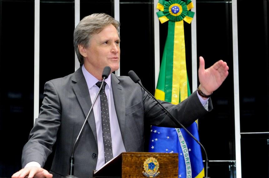 Plenário do Senado Federal durante sessão deliberativa extraordinária.   Em discurso, senador Dário Berger (PMDB-SC).   Foto: Waldemir Barreto/Agência Senado