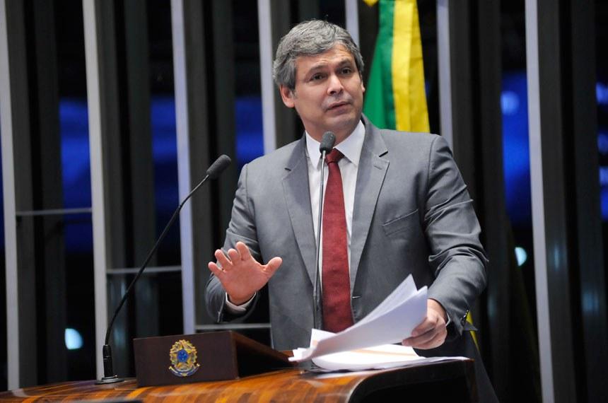 Plenário do Senado Federal durante sessão deliberativa extraordinária.   Em discurso, senador Lindbergh Farias (PT-RJ).   Foto: Pedro França/Agência Senado