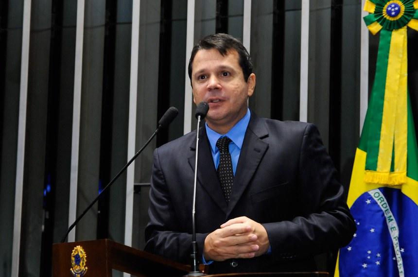 Plenário do Senado Federal durante sessão deliberativa extraordinária.   Em discurso, á tribuna, senador Reguffe (sem partido-DF).  Foto: Waldemir Barreto/Agência Senado