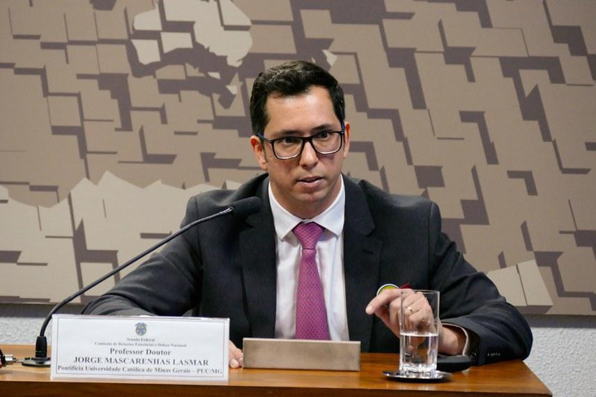 Jorge Mascarenhas Lasmar, da Pontifícia Universidade Católica de Minas Gerais (PUC-MG), afirmou que os terroristas têm usado a internet como via de recrutamento e meio de propaganda