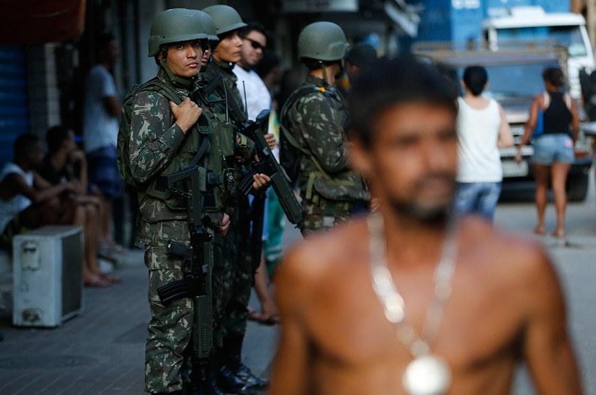 26.09.2017 Rio de Janeiro - Forças de segurança participam de operação de combate a confrontos entre traficantes na Rocinha (Fernando Frazão/Agência Brasil)