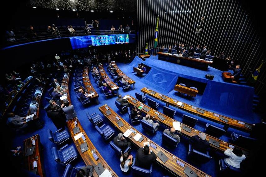 Plenário do Senado durante sessão deliberativa ordinária. Ordem do dia.  Mesa: presidente do Senado,  senador Eunício Oliveira (PMDB-CE).  Em discurso, à tribuna, senador Alvaro Dias (Pode-PR).  Foto: Marcos Oliveira/Agência Senado