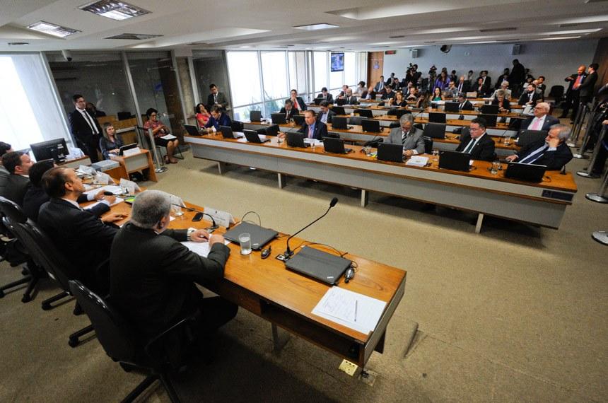 Comissão Parlamentar Mista de Inquérito da JBS (CPMI-JBS) realiza oitiva do executivo da JBS.  Mesa: relator da CPMI da JBS, deputado Carlos Marun (PMDB-MS); presidente da CPMI da JBS, senador Ataídes Oliveira (PSDB-TO); advogado e delator da JBS, Francisco de Assis e Silva; advogado, Ticiano Figueiredo; advogado, Pedro Ivo Velloso.  Foto: Edilson Rodrigues/Agência Senado